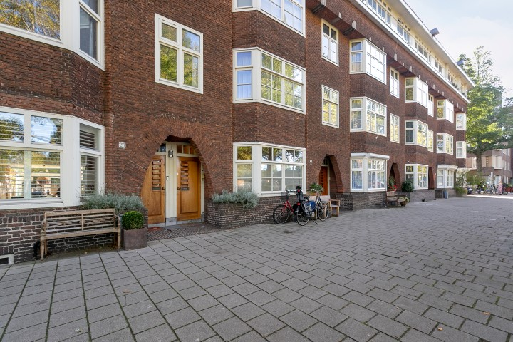 Olympiaplein 23-II, Amsterdam, Noord-Holland Nederland, 4 Slaapkamers Slaapkamers, ,2 BadkamersBadkamers,Appartement,Huur,Olympiaplein,2,1230