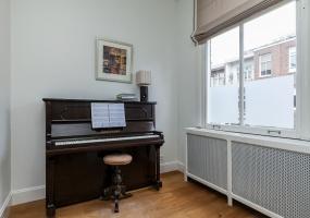 Valeriusstraat 212-II, Amsterdam, Noord-Holland Nederland, 5 Bedrooms Bedrooms, ,2 BathroomsBathrooms,Apartment,For Rent,Valeriusstraat,2,1278