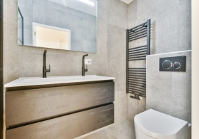Warmoesstraat 36-I, Amsterdam, Noord-Holland Nederland, 1 Bedroom Bedrooms, ,1 BathroomBathrooms,Apartment,For Rent,Warmoesstraat ,1,1309