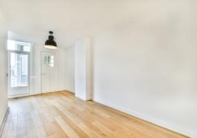 Sluisstraat 12-II, Amsterdam, Noord-Holland Nederland, 1 Bedroom Bedrooms, ,1 BathroomBathrooms,Apartment,For Rent,Sluisstraat,1,1342