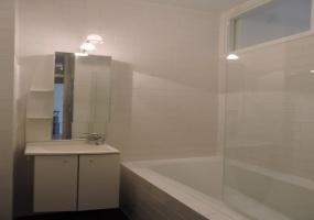 Van Tuyll van Serooskerkenweg 136-I,Amsterdam,Noord-Holland Nederland,2 Bedrooms Bedrooms,1 BathroomBathrooms,Apartment,Van Tuyll van Serooskerkenweg,1,1052